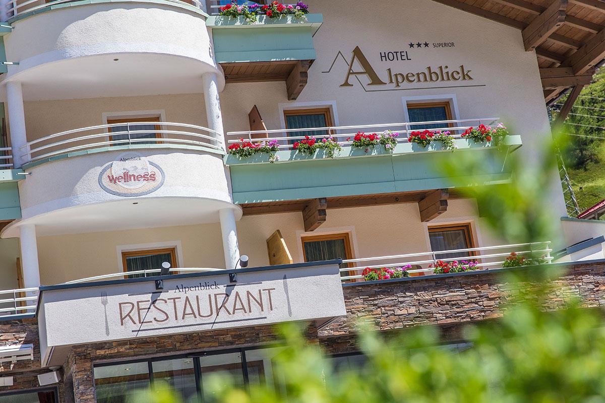 Hotel Alpenblick in Huben Sommer Außen